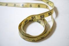 使用的黄色软的磁带测量缝合的裁缝统治者成套工具 图库摄影