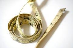 使用的黄色软的磁带测量缝合的裁缝统治者成套工具 免版税图库摄影