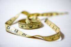 使用的黄色软的磁带测量缝合的裁缝统治者成套工具 库存图片