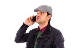 使用移动电话的英俊的年轻人纵向  免版税库存照片