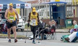 使用竞争在Ultra Maratho同志的拐杖的Xolani Luvuno 免版税库存图片