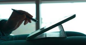 使用笔的妇女与触摸板一起使用 影视素材