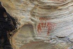 使用红色茶黄澳大利亚的史前原史手印刷品 免版税库存图片