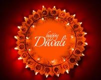 使用美丽的黏土diya灯的愉快的屠妖节贺卡设计在diwali夜庆祝点燃了 印地安印度轻的节日加州 库存照片