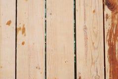 使用近的游泳池的木地板 顶视图 在游泳池的Weet地板 免版税库存图片