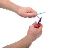 使用钳子的电工的手 免版税图库摄影