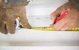 使用铅笔和测量的板条 免版税库存图片