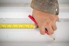 使用铅笔和测量的板条 图库摄影