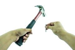 使用锤子和钉子 免版税图库摄影