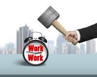 使用锤子有工作面孔的命中时钟 免版税库存图片