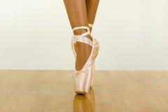 使用锻炼的芭蕾指针 图库摄影