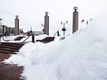 使用雪在乔治城江边 免版税库存照片