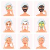 使用黄瓜被浸泡的眼罩,黏土面具,设置年轻可爱的穿着考究的妇女,在眼睛补丁下,正常,干燥或者 皇族释放例证