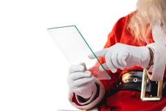使用玻璃的圣诞老人 免版税图库摄影