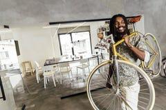 使用去的自行车工作 库存图片