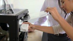 使用3D打印机的两位建筑师做项目的模型 股票视频