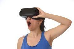 使用3d风镜被激发的可爱的愉快的妇女观看360虚拟现实视觉享用 免版税图库摄影