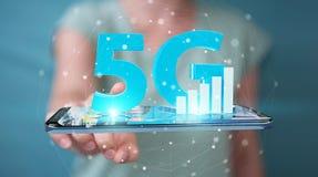 使用5G与手机3D翻译的女实业家网络 图库摄影