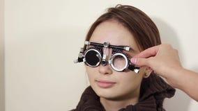 使用visionimetry,确定视敏度少年的画象 股票视频