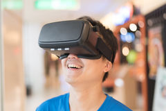 使用VR耳机玻璃 图库摄影