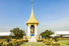 使皇家火葬场复制品环境美化在皇家火葬仪式的菩萨Monthon,泰国 库存照片
