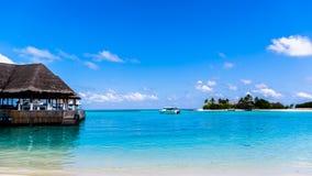 使看法靠岸在四个季节手段马尔代夫在Kuda Huraa 免版税图库摄影