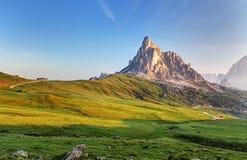 使自然环境美化mountan在阿尔卑斯,白云岩, Giau 图库摄影