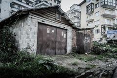 使荒凉的老一个故事大厦 图库摄影