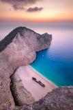 使著名海难Navagio海滩环境美化看法在扎金索斯州的 免版税图库摄影