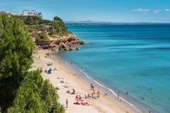 使迈阿密Platja靠岸用绿松石水, Catalunya,西班牙, 19 06 库存图片