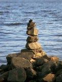 使金字塔石头靠岸 库存图片