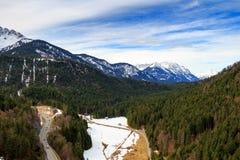 使阿尔卑斯环境美化看法从Highline 179桥梁的 Reutte,蒂罗尔,奥地利 免版税库存照片