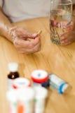 使年长的人服麻醉剂 免版税库存照片