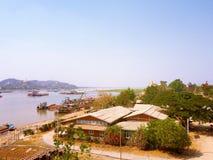 使从Tadar路桥梁实皆Irrawaddy河ap的看法环境美化 库存图片