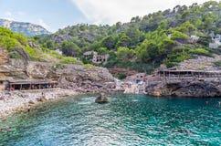 使Cala Deia靠岸在马略卡,巴利阿,西班牙海岸  免版税库存图片