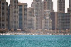 使jumeirah住宅靠岸 免版税库存照片