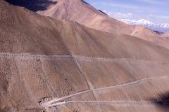 使Leh环境美化,拉达克惊人的山蛇纹石路  库存照片