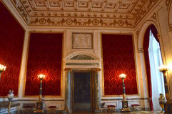 侈奢的红色室 免版税库存照片