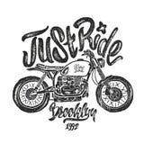 例证剪影摩托车布鲁克林T恤杉印刷品 免版税库存图片