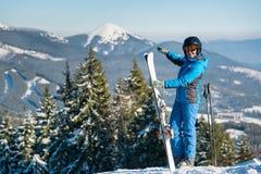 例证山滑雪者向量 免版税库存图片