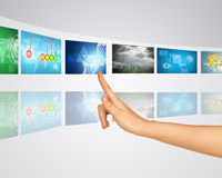 例证映射旧世界 手指按其中一个虚屏 库存图片