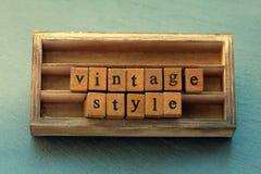 例证百合红色样式葡萄酒 年迈的木信件词,木箱子背景 免版税库存图片