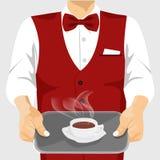 侍者服务的咖啡在银色盘子的 免版税库存照片