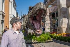 侏罗纪世界:下落的王国增进暴龙rex T雷克斯 免版税图库摄影