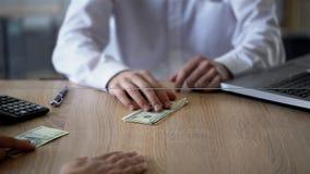 供以人员交换俄罗斯卢布美元的,货币交易,更换者服务 库存照片