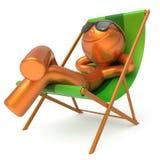 供以人员休息海滩轻便折叠躺椅太阳镜兴高采烈的夏天游人 皇族释放例证