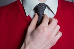 供以人员佩带的空白衬衣,红色毛线衣 免版税库存照片