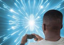 供以人员使用与计算机游戏控制器有明亮的光隧道背景 免版税库存图片