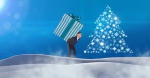 供以人员在雪风景的运载的礼物盒和雪花圣诞树样式形状 库存图片