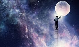 供以人员得到月亮 混合画法 免版税库存照片